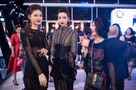 Hoa hau My Linh 'lot xac' tao bao tren tham do thoi trang - Anh 3