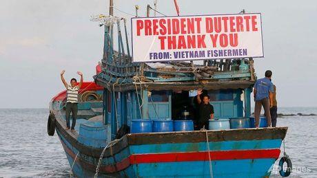 Viet Nam hoan nghenh Tong thong Philippines tha 17 ngu dan - Anh 1