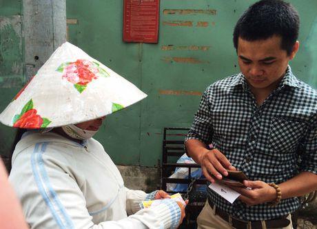 Ve so 'trieu USD' lang thang pho Sai Gon: Than tai tu nguoi ban dao - Anh 1