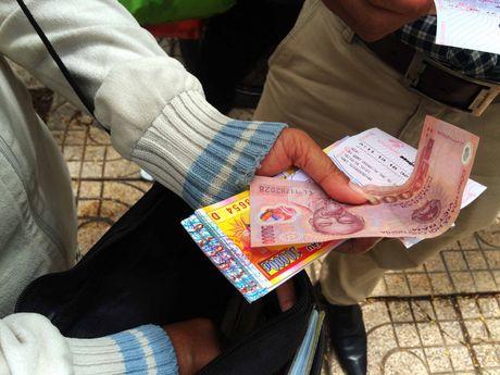 Ve so 'trieu USD' lang thang pho Sai Gon: Than tai tu nguoi ban dao - Anh 2