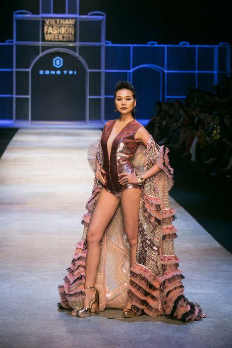 Thanh Hang khang dinh dang cap khi lam vedette hai show lien tiep - Anh 3