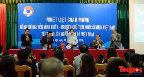 Nguyen Chu tich nuoc Nguyen Minh Triet danh gia cao dao tao bong da tre, phong trao - Anh 2