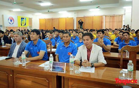 Nguyen Chu tich nuoc Nguyen Minh Triet danh gia cao dao tao bong da tre, phong trao - Anh 6