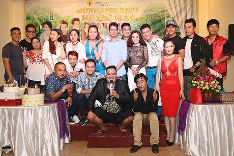 Huy Khanh, Vy Oanh den chuc mung sinh nhat Hoang Map - Anh 12