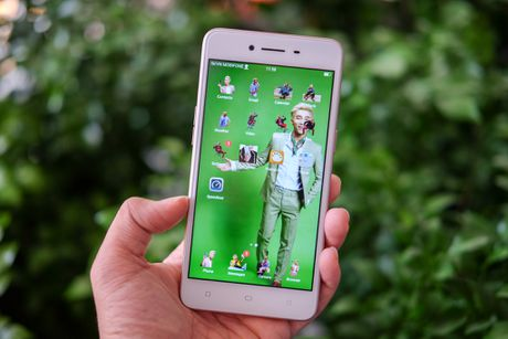 5 smartphone tam trung ban chay nhat quy III o Viet Nam - Anh 4