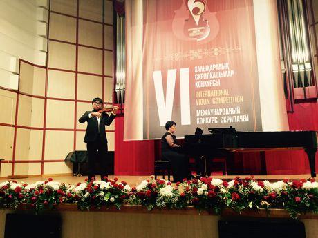 Cau be Viet 14 tuoi gianh giai Nhat cuoc thi violin Quoc te - Anh 1