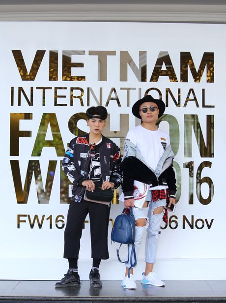 Street style thu dong doi lap cua gioi tre Viet - Anh 10