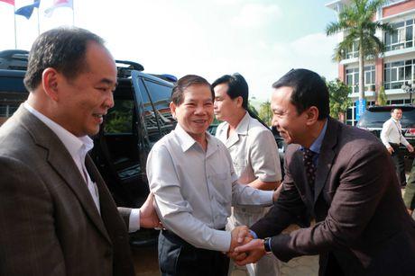 Nguyen Chu tich nuoc Nguyen Minh Triet tham cac DTQG - Anh 1