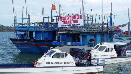 VN hoan nghenh Philippines giai quyet nhan dao van de ngu dan - Anh 2