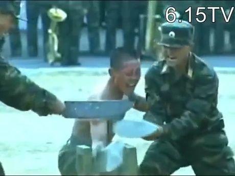 Video binh si Trieu Tien kho luyen, khoe ky nang phi pham - Anh 1