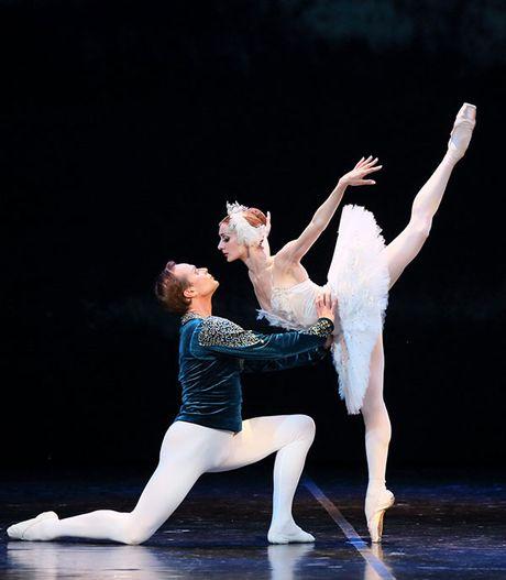 Cong dien hai vo ballet Nga - van khong dap ung het nhu cau khan gia? - Anh 2