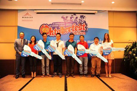 Trao giai chuong trinh rut tham trung thuong Oktoberfest Viet Nam 2016 - Anh 1