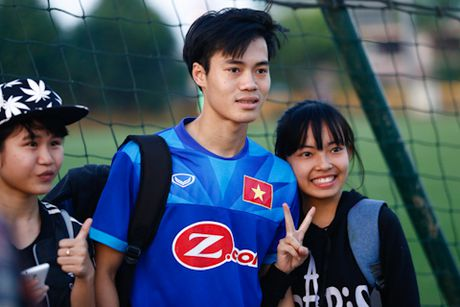 'Fan' cuong vay kin san tap, san anh Cong Vinh, Van Toan - Anh 1
