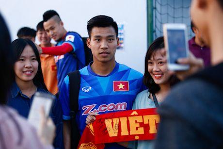 'Fan' cuong vay kin san tap, san anh Cong Vinh, Van Toan - Anh 2