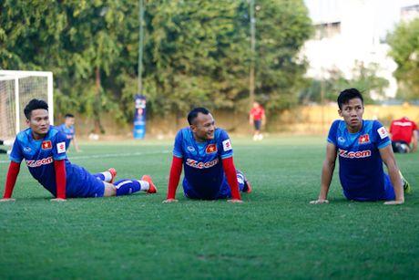 'Fan' cuong vay kin san tap, san anh Cong Vinh, Van Toan - Anh 5