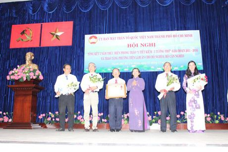 Ban van dong Vi nguoi ngheo TP.HCM don nhan Huan chuong Lao dong hang Nhi - Anh 1