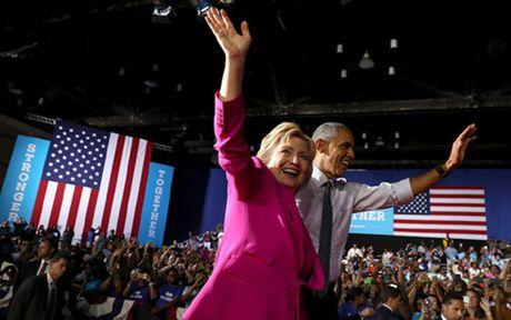 Tong thong Obama len tieng benh vuc ba Clinton sau be boi email - Anh 1