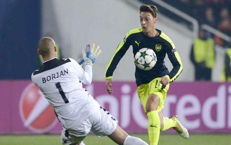 Ronaldo gop mat trong doi hinh te nhat Champions League - Anh 2