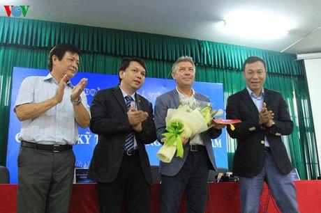 GDKT Jurgen Gede 'hien ke' giup VFF phat trien bong da Viet Nam - Anh 1