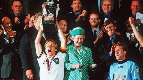 Klinsmann duoc tang danh hieu cao quy nhat cua bong da Duc - Anh 2