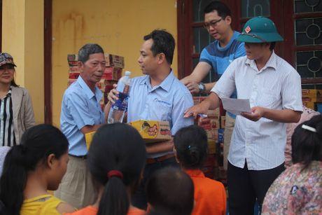 Hiep hoi Thuong gia Dai Loan cuu tro cho nan nhan lu lut mien Trung - Anh 6