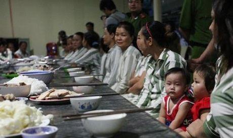 Pham nhan phai tranh thai khi gap chong:Bac si san mach nuoc - Anh 1