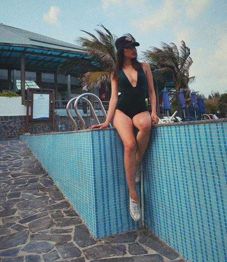 Nu sinh Hoc vien Hang khong 'dot mat' voi bikini - Anh 19