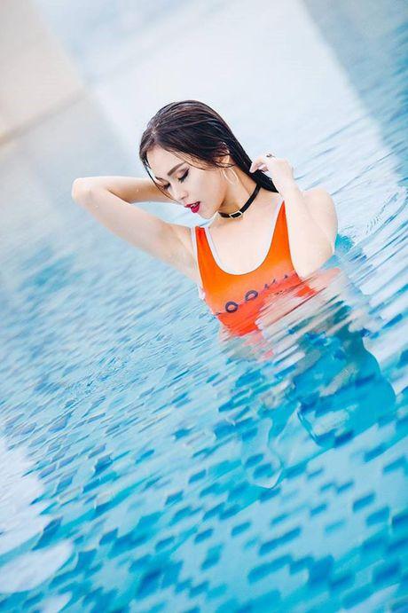 Nu sinh Hoc vien Hang khong 'dot mat' voi bikini - Anh 2