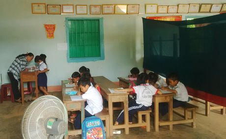 Binh Phuoc: Hoc sinh mat truong vi tranh chap dat dai - Anh 1
