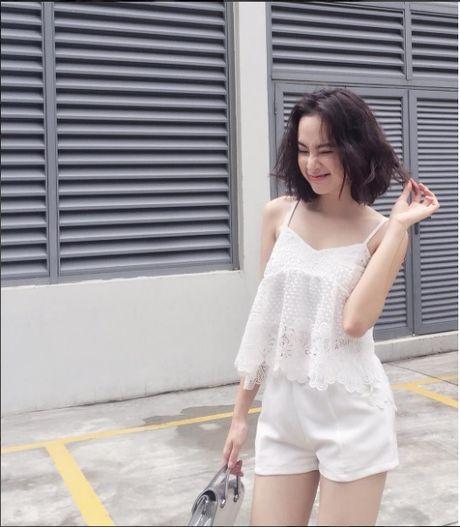 Mac do binh dan, Angela Phuong Trinh van sexy kho cuong - Anh 2