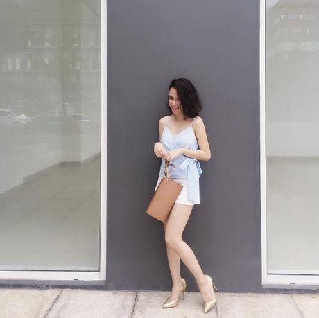 Mac do binh dan, Angela Phuong Trinh van sexy kho cuong - Anh 3