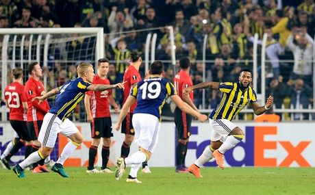 Co Rooney va Mkhitaryan, Man Utd van 'phoi ao' tren dat Tho Nhi Ky - Anh 9