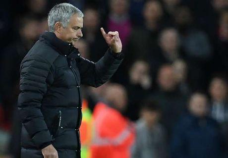 Diem tin sang 04/11: Mourinho lai chi trich hoc tro; Toure muon lam hoa voi Pep - Anh 1