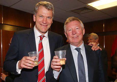 Tu thuong tang, Manchester United da nat bet - Anh 2