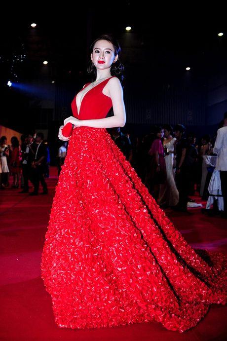 Loat dam ho bao sexy vo doi cua Angela Phuong Trinh - Anh 10