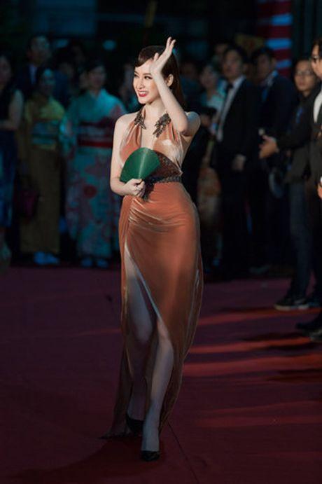 Loat dam ho bao sexy vo doi cua Angela Phuong Trinh - Anh 3