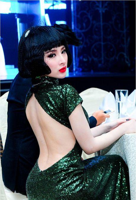 Loat dam ho bao sexy vo doi cua Angela Phuong Trinh - Anh 9