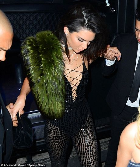 Kendall Jenner tre nai khoe than trong tiec sinh nhat thu 21 - Anh 13