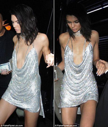 Kendall Jenner tre nai khoe than trong tiec sinh nhat thu 21 - Anh 1