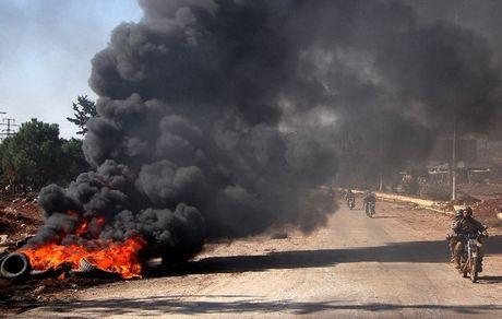 Phe noi day Syria don dap phan cong, Aleppo dam mau - Anh 1