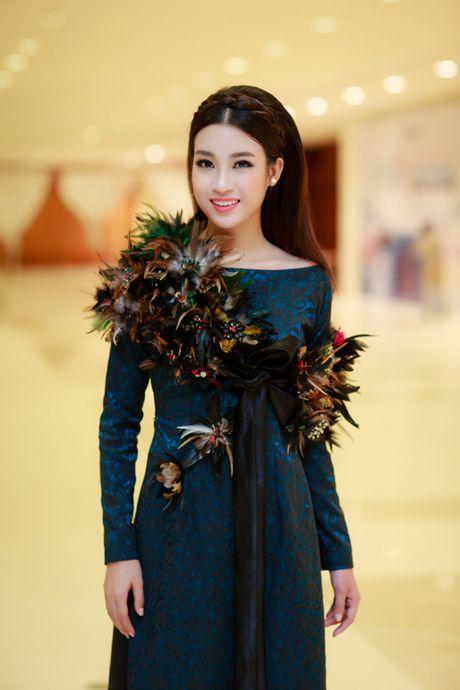 My Linh, Thanh Tu dien ao dai 'doc' di xem thoi trang - Anh 2