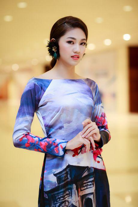 My Linh, Thanh Tu dien ao dai 'doc' di xem thoi trang - Anh 4