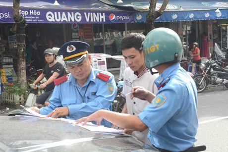 """Diem mat dan """"xe du"""" long hanh tuyen Da Nang-Hue - Anh 1"""