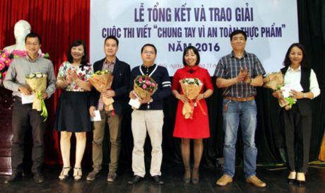 Trao giai cuoc thi viet 'Chung tay vi An toan thuc pham' nam 2016 - Anh 1