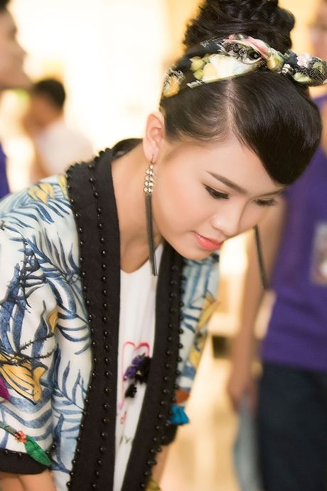 """""""Co gai vang"""" cua Hoa hau Viet nam ngoi ghe giam khao voi dan chi Tu Anh - Anh 3"""