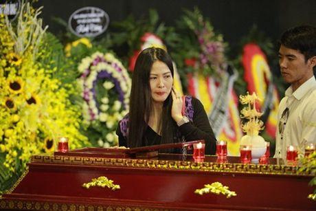 NSUT Van Toan, Chieu Xuan bat khoc nuc no tien dua NSUT Pham Bang - Anh 16