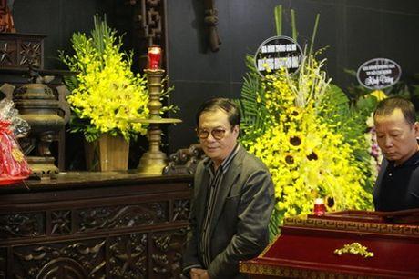 NSUT Van Toan, Chieu Xuan bat khoc nuc no tien dua NSUT Pham Bang - Anh 17