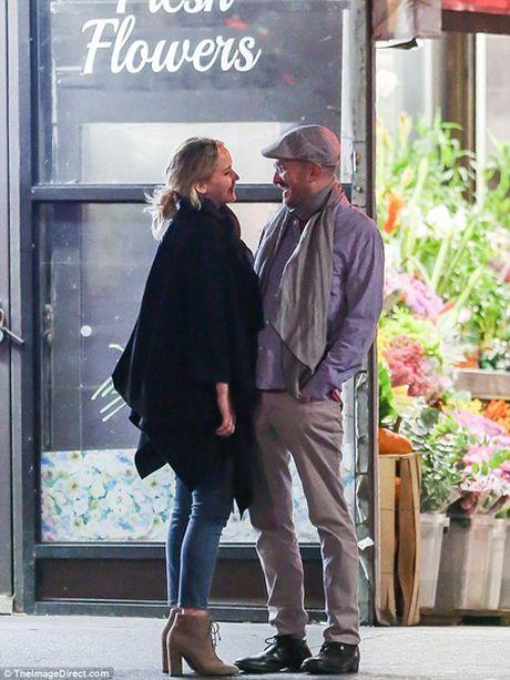 "Jennifer Lawrence quan quyt ""khoa moi"" dao dien 47 tuoi tren pho - Anh 2"