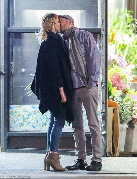 "Jennifer Lawrence quan quyt ""khoa moi"" dao dien 47 tuoi tren pho - Anh 3"
