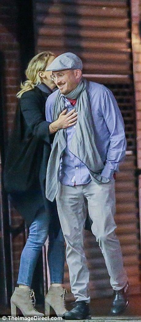 "Jennifer Lawrence quan quyt ""khoa moi"" dao dien 47 tuoi tren pho - Anh 5"